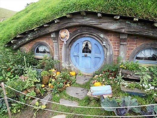a cosy hobbit house and garden hobbiton near matamata new zealand new zealand. Black Bedroom Furniture Sets. Home Design Ideas
