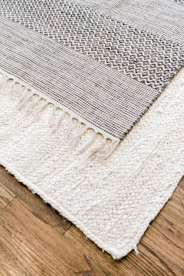 Coastal #Farmhouse #Living #Room # – #Grey #und #White #Living #Room # – #Layered #Rugs # – #Jute #Rug # – #Alabaster #White #Living #Room # – #Home #Remodel # – # Home #Renovierung # – #Bauernhaus #Stil # -Küste #Dekor # – #Bauernhaus #Wohnen #havenlylivingroom