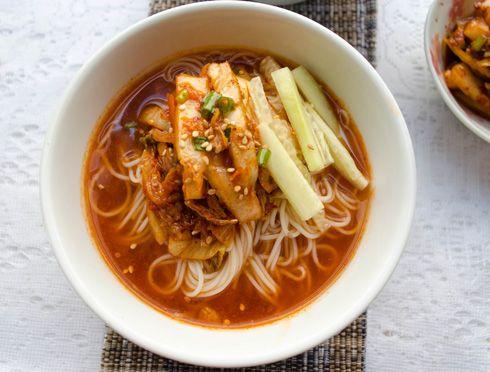 Hasil gambar untuk kimchi mari guksu