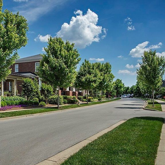 Who took advantage of today's amazing weather with a walk through the neighborhood? #walkability #walkable #nortoncommonsstyle #louisvilleweather #louisvilleky #beautifulday #louisvillehomes #nortoncommons