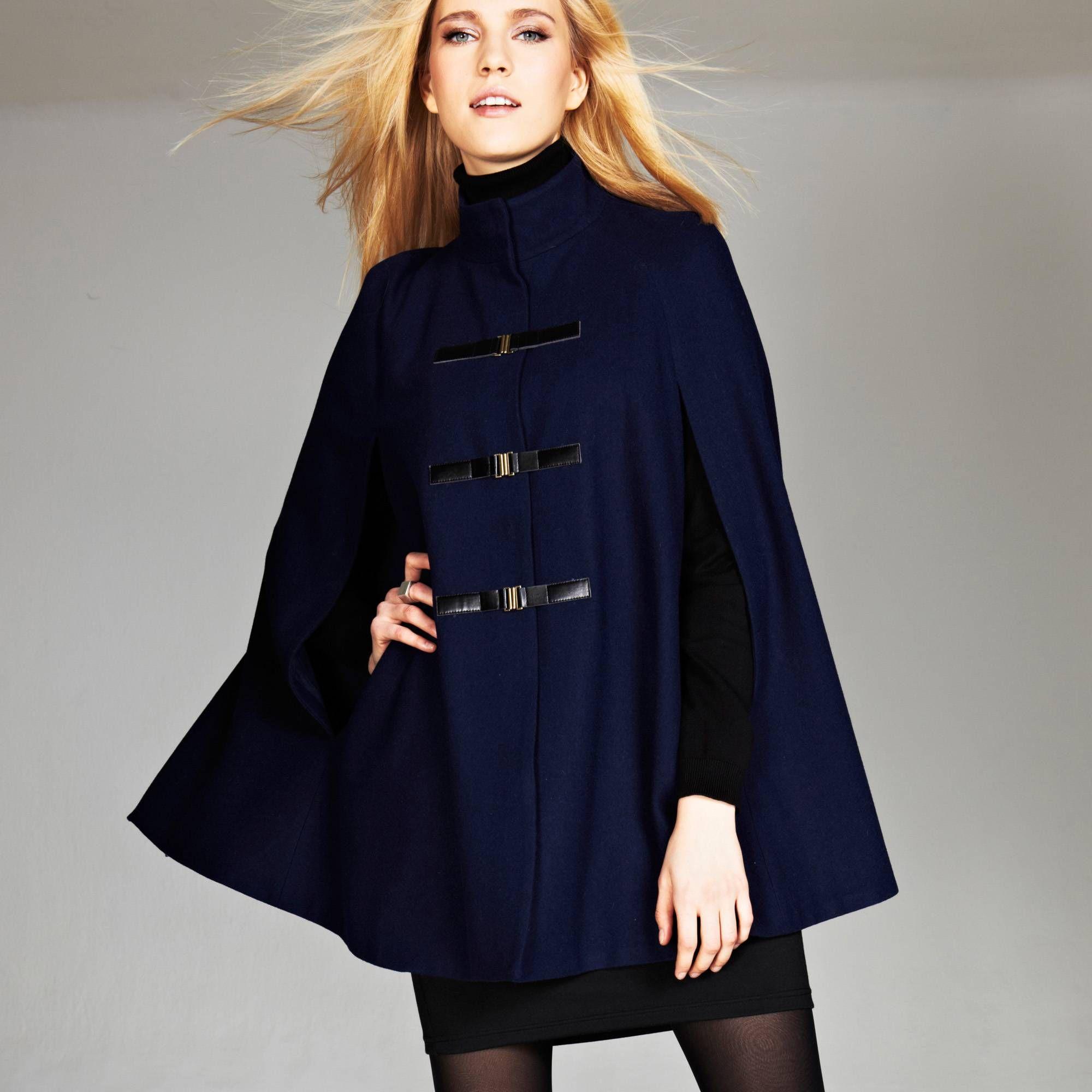 13 beaux manteaux style cape qui vont vous faire craquer. Black Bedroom Furniture Sets. Home Design Ideas