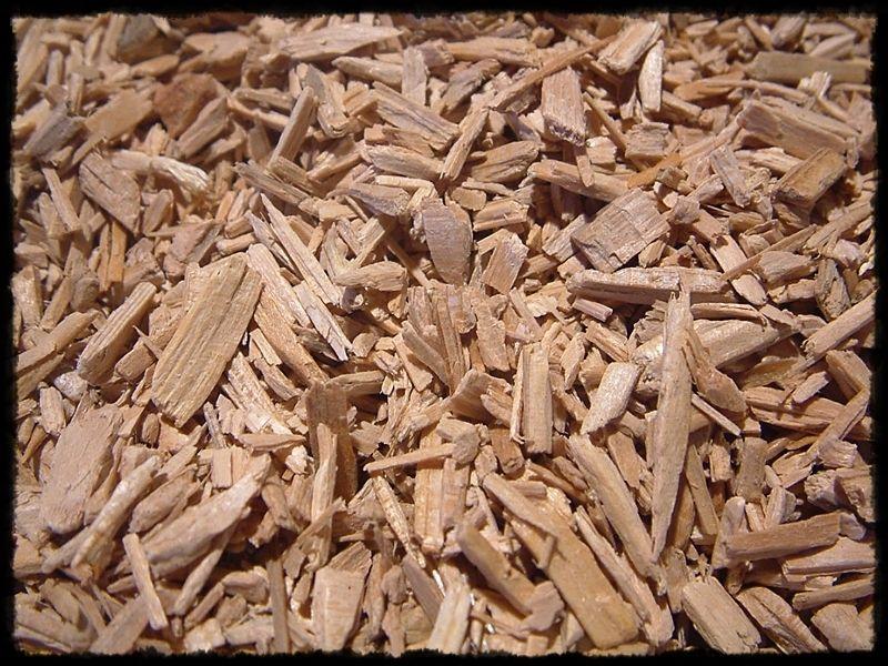 Zedernholz entspannt bei starker Nevosität und Streßbelastung. Der Duft ist warm-balsamisch, tief und holzig.