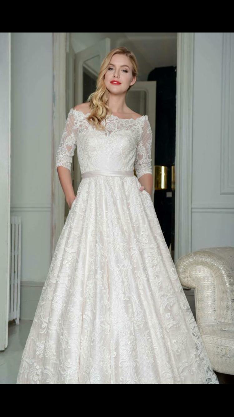 Pin by Kate Hanson on Rose Gold Wedding   Sleeveless ...