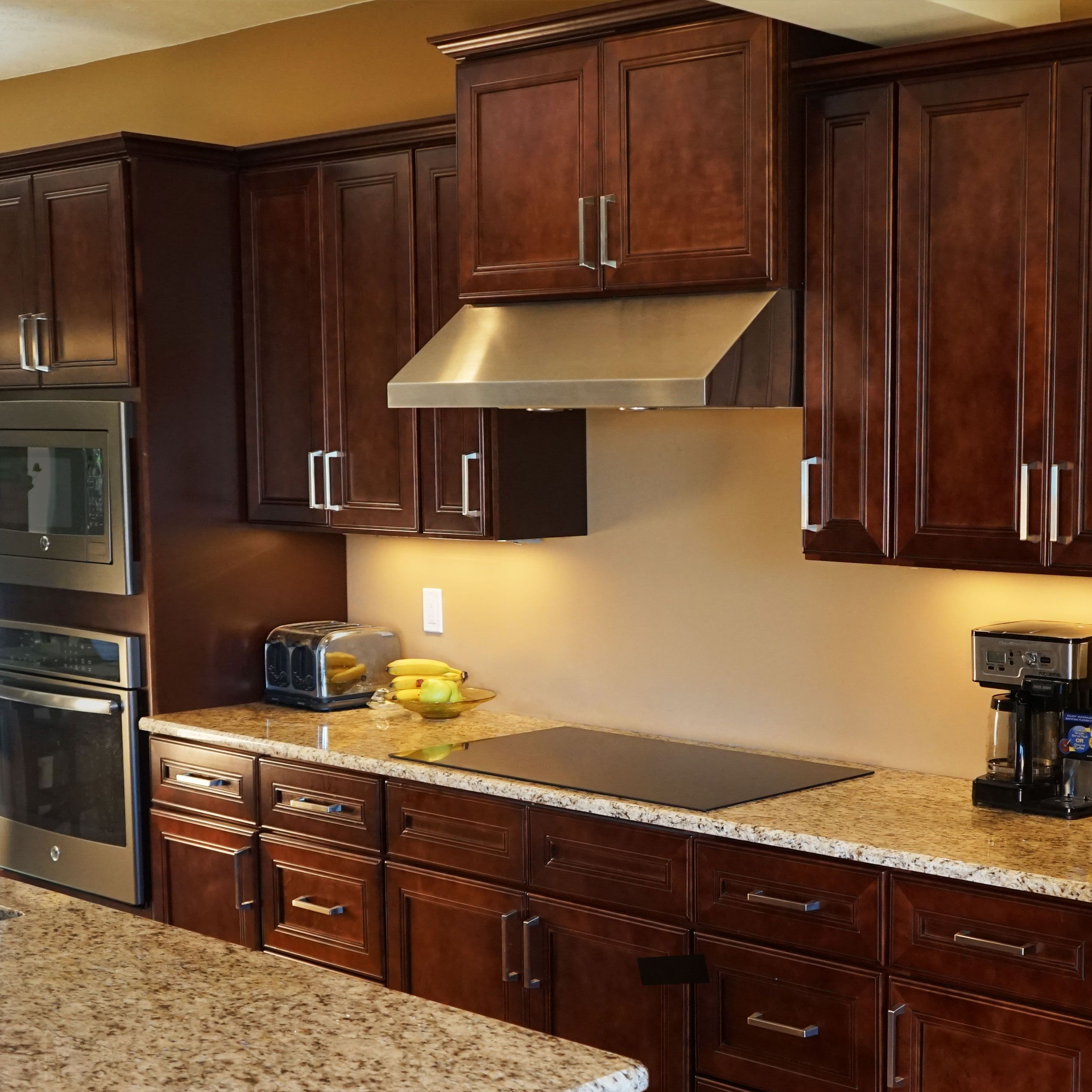 10x10 Kitchen Cabinets Bundle in Leo Saddle with Soft Close