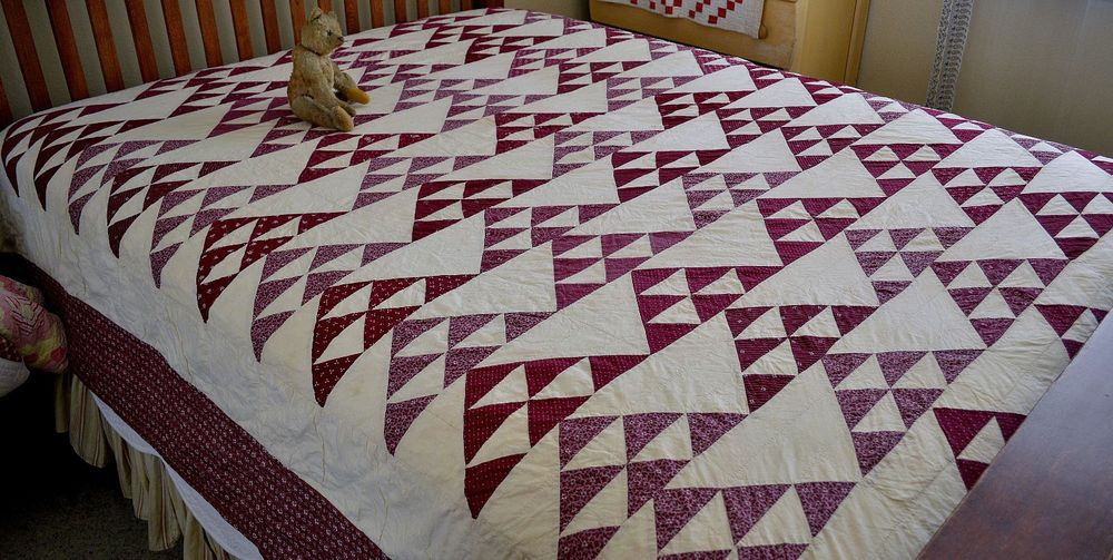 Gorgeous Hand Stitched Flock of Geese Quilt