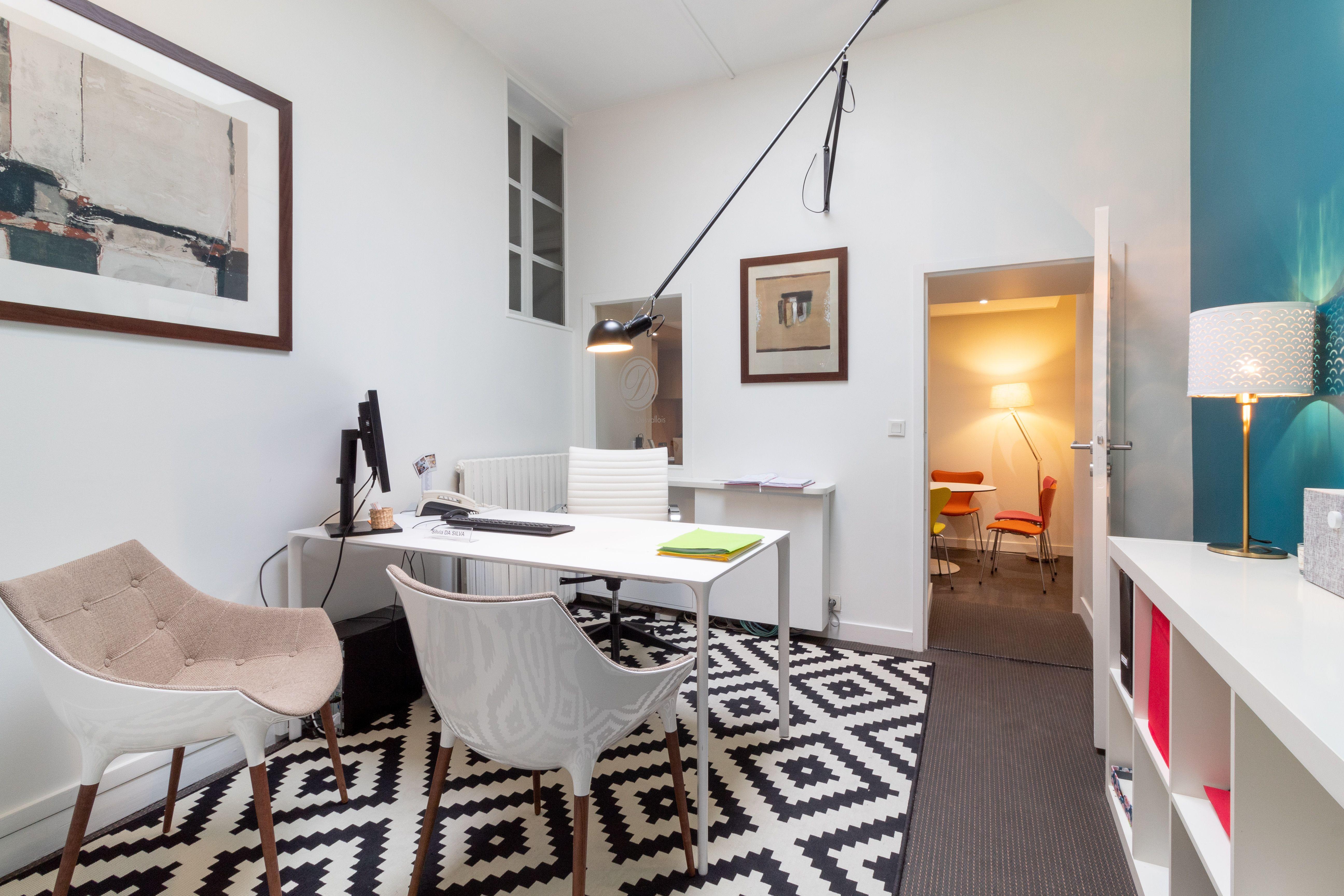 Architecte Interieur La Rochelle aménagement du mobilier d'une agence immobilière à la