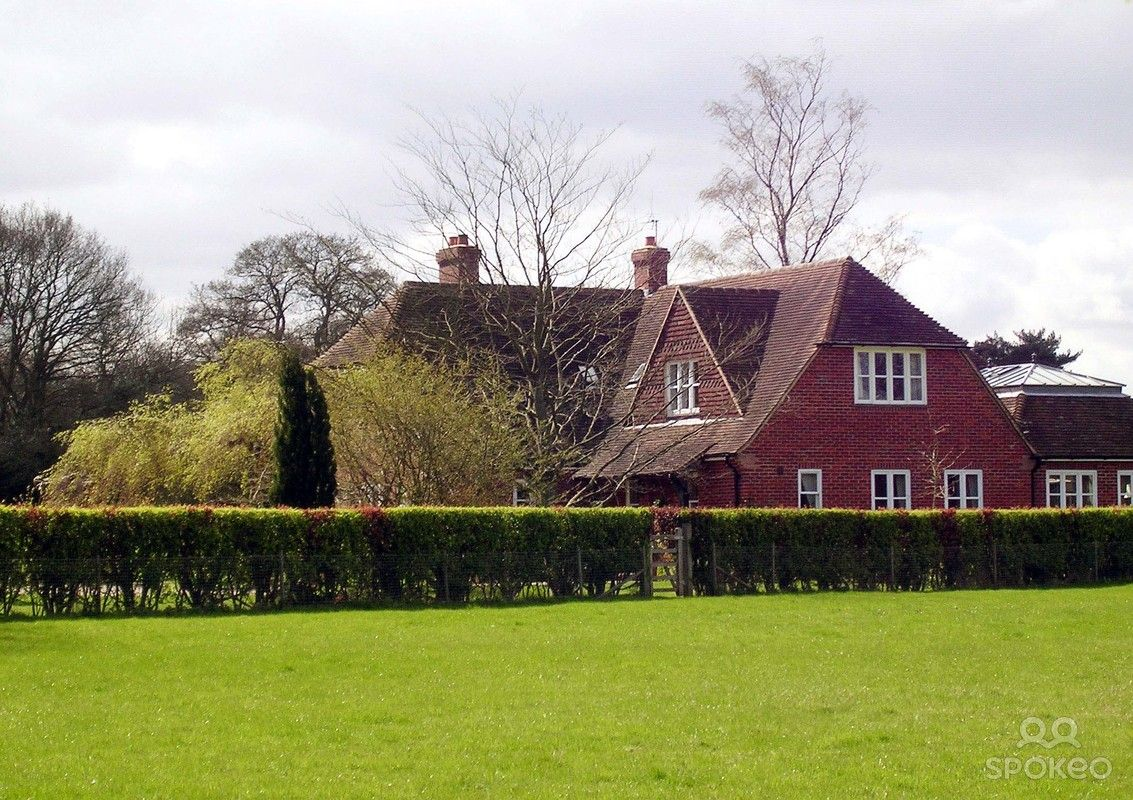 Oak acre the home shared by kate middleton her brother for Middleton home