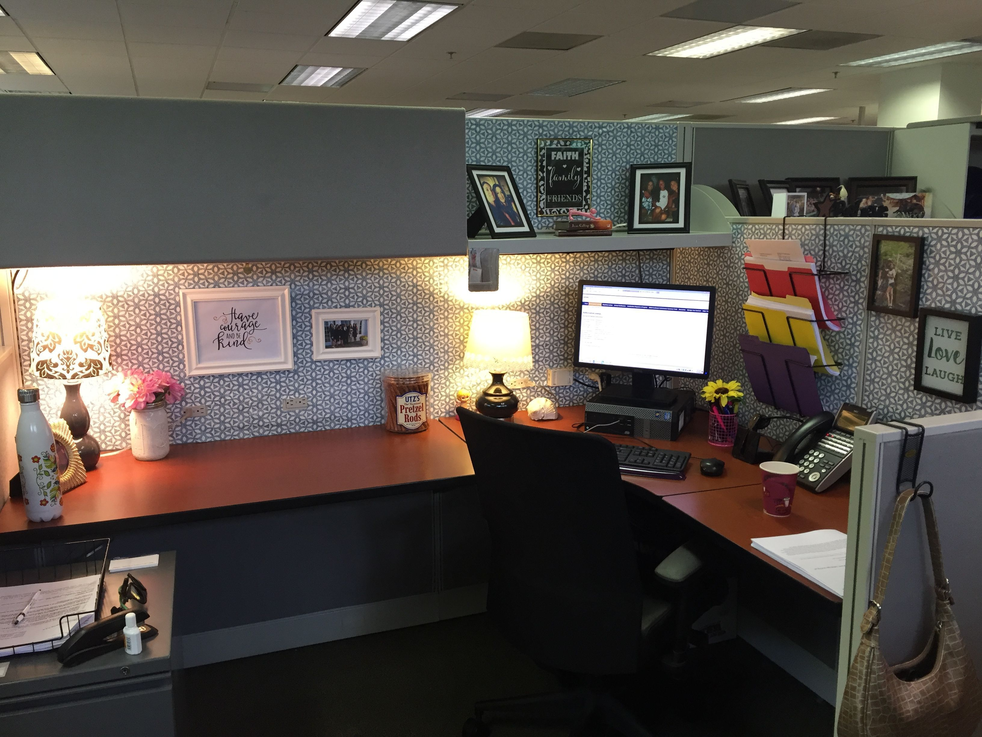 Pin By Corrine Leal On Office Space Cubicle Decor Office Work