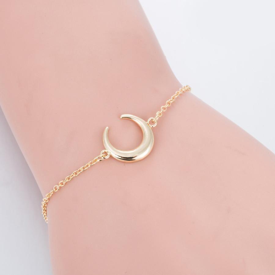 Aku simple chunky crescent moon chain bracelet in bracelets