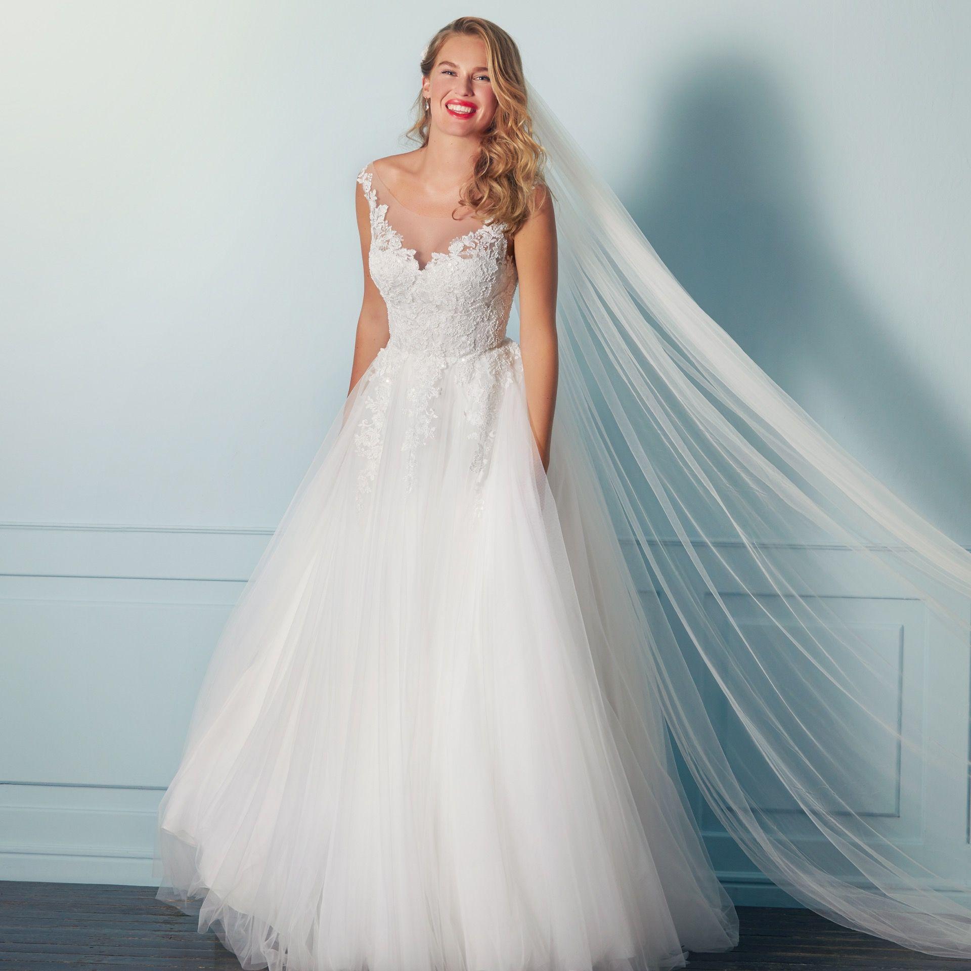 Brautkleid Von Lilly Wedding Looks Kollektion 2021 Brautkleid Armellos Brautkleid Braut