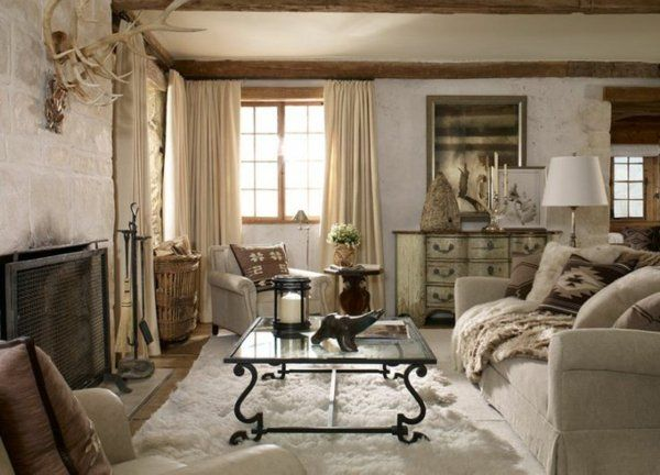 fellteppich im rustikal eingerichteten wohnzimmer Wohnzimmer - wohnzimmer in landhausstil