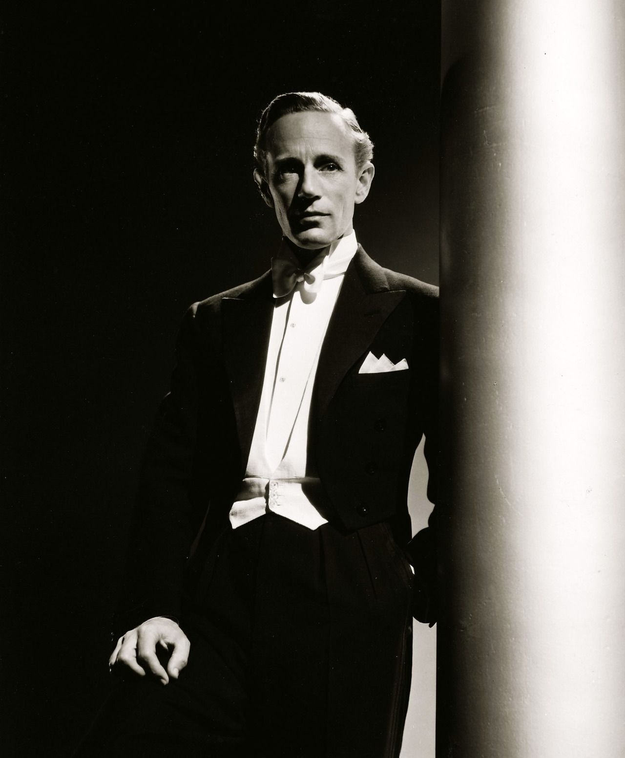 leslie howard gayleslie howard forever, leslie howard actor, leslie howard yoga, leslie howard jumping, leslie howard height, leslie howard pianist, leslie howard vivien leigh, leslie howard, leslie howard bogart, leslie howard piano, leslie howard imdb, leslie howard liszt, leslie howard gone with the wind, leslie howard the man who gave a damn, leslie howard romeo and juliet, leslie howard liszt complete, leslie howard equestrian, leslie howard pianista, leslie howard gay, leslie howard attore