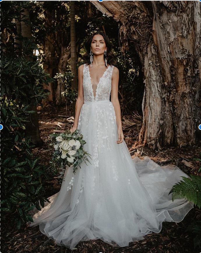 White lace tulle montgomery feminine wedding dress wedding dress tara lauren overskirt gown wear two styles new not altered or worn junglespirit Gallery