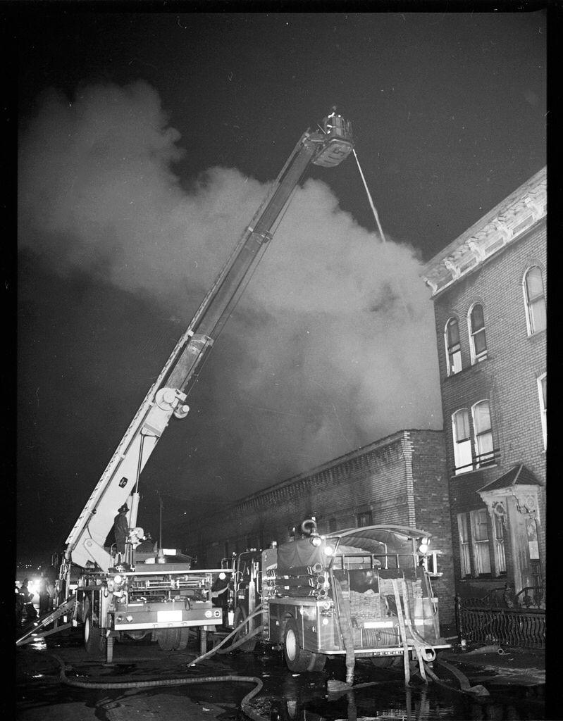 1977-07-13-nyc-blackout-fdny-004