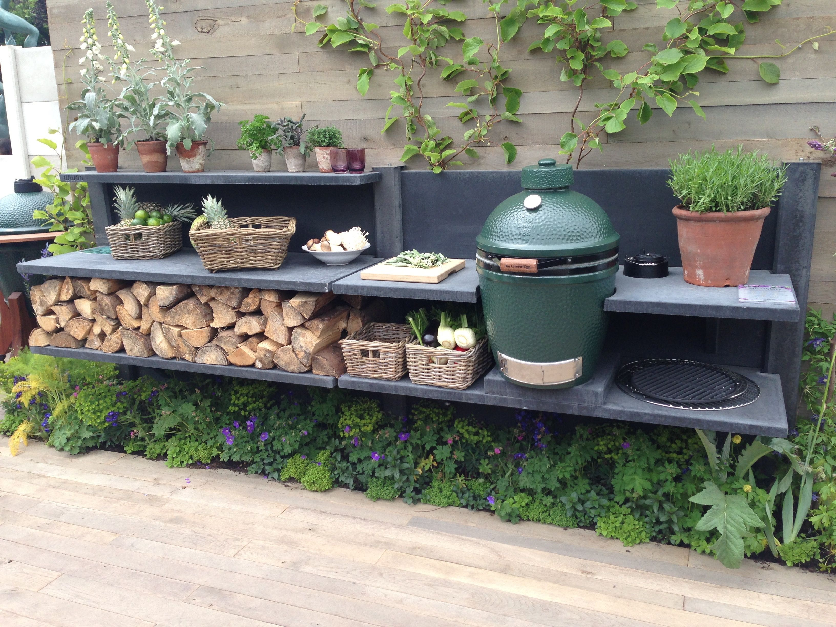 Anthracite wwoo kitchen in the big green egg stand at the chelsea