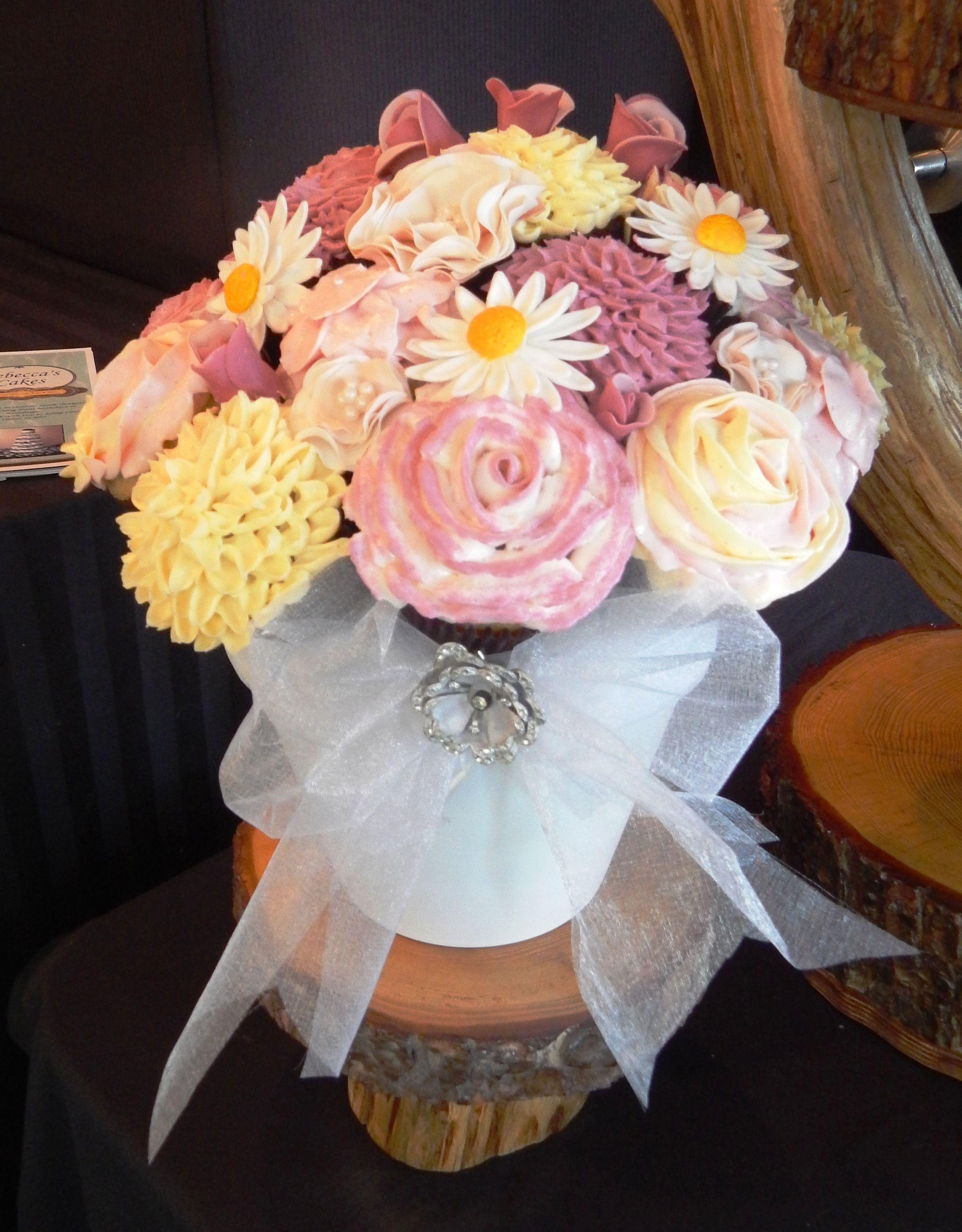 Cupcake Bouquet With Gumpaste Flowers Wedding Cakes Pinterest