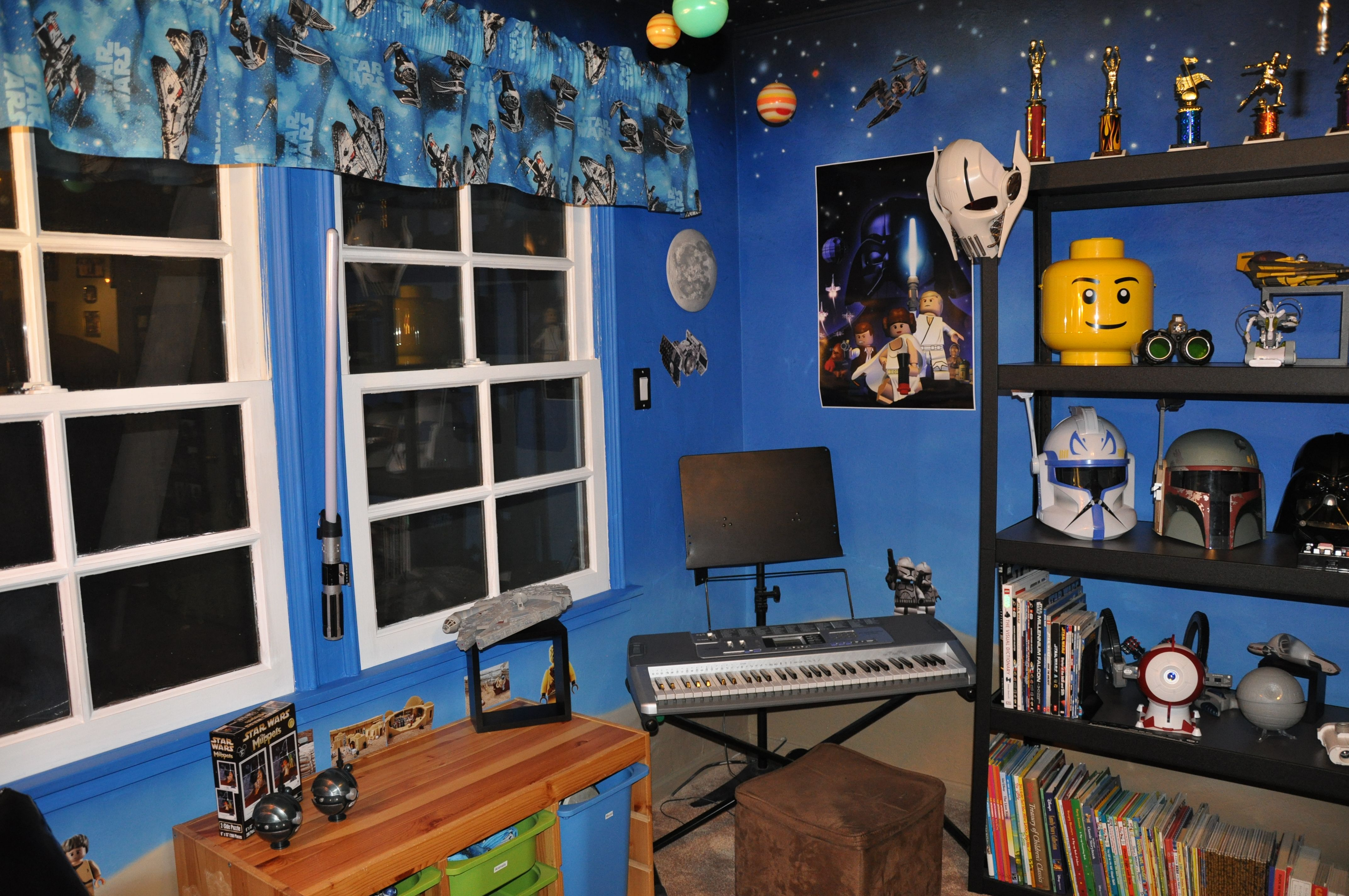 lego star wars room like the wall paint kid s room pinterest star wars room room and. Black Bedroom Furniture Sets. Home Design Ideas