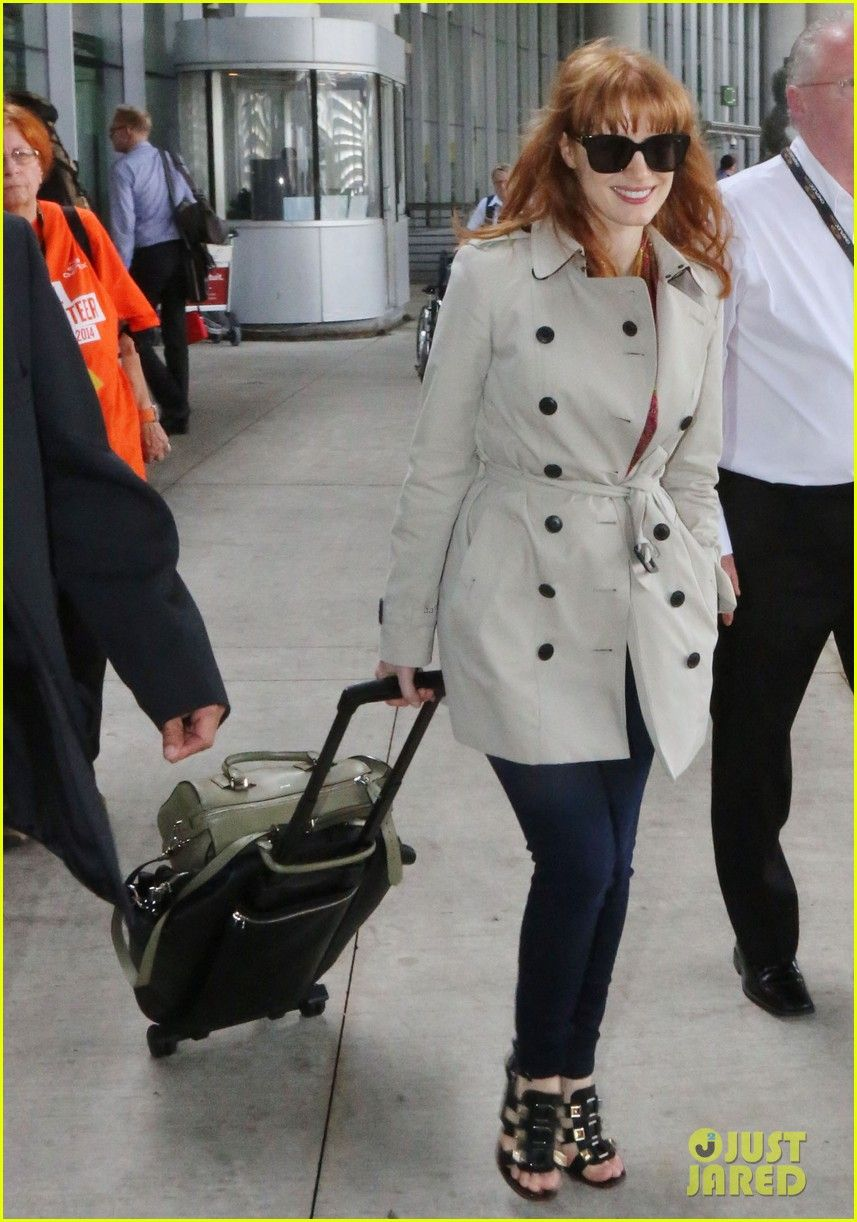 Jessica Chastain makes her way through the airport after arriving in town for the 2014 Toronto International Film Festival on Saturday (September 6) in Toronto, Canada.
