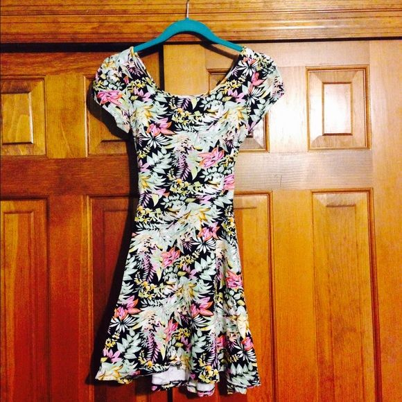floral SKATER dress Super soft stretchy - hugs curves- cross cross back- worn once and washed - from super clean home! Awesome colors size can fit small and medium Dresses