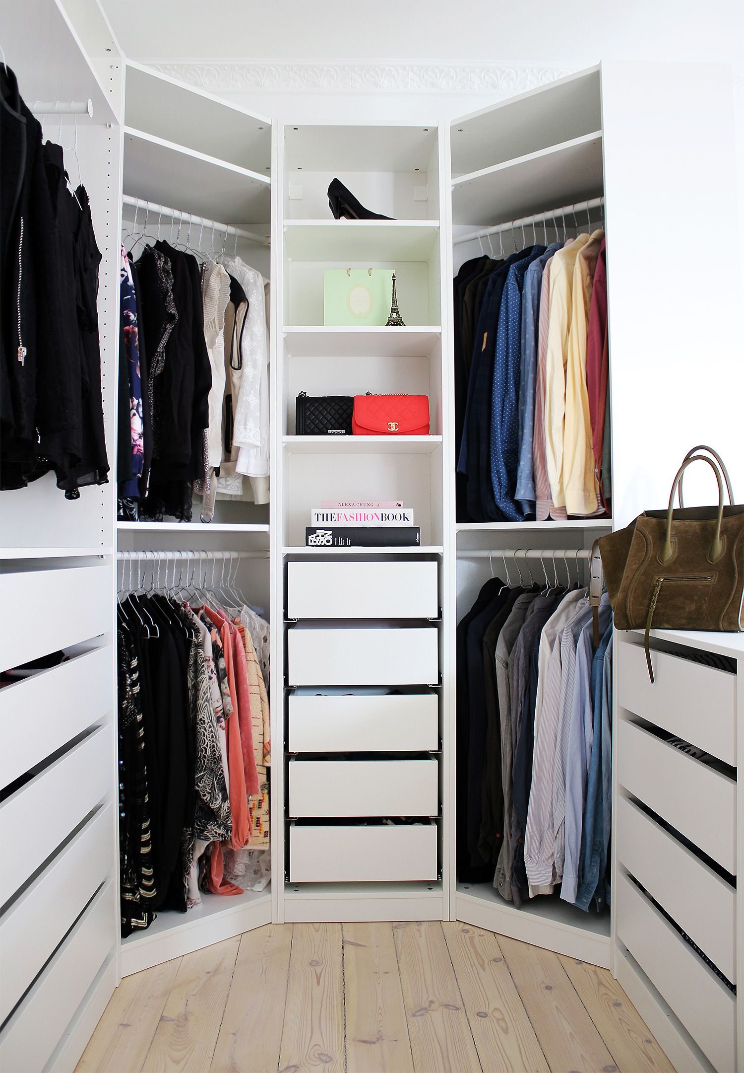 Walk in closet great idea with the diagonal corners for Great closets