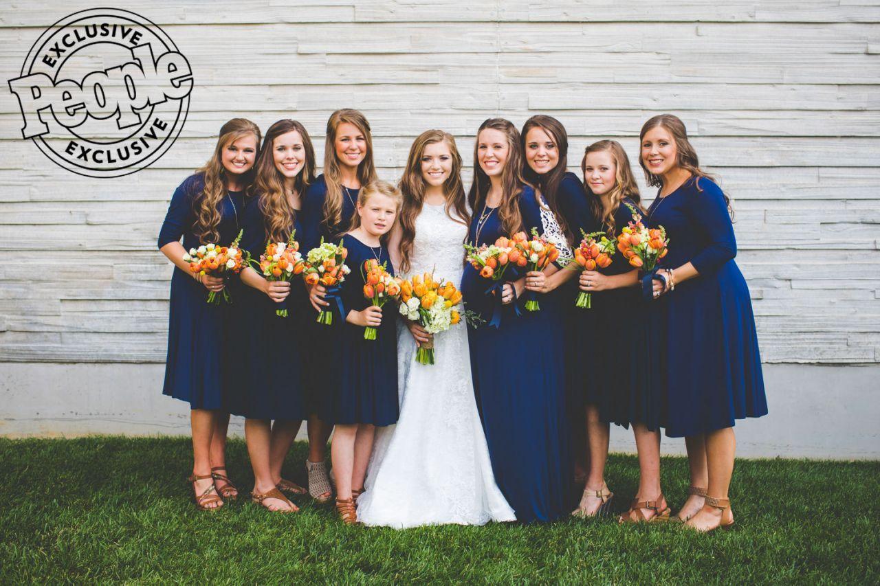 P The Wedding Party From Left Joseph Duggar S Fiancee Kendra Caldwell Sisters Jessa Seewald Jana Joy Anna Duggar Wedding Duggar Wedding Wedding Dresses