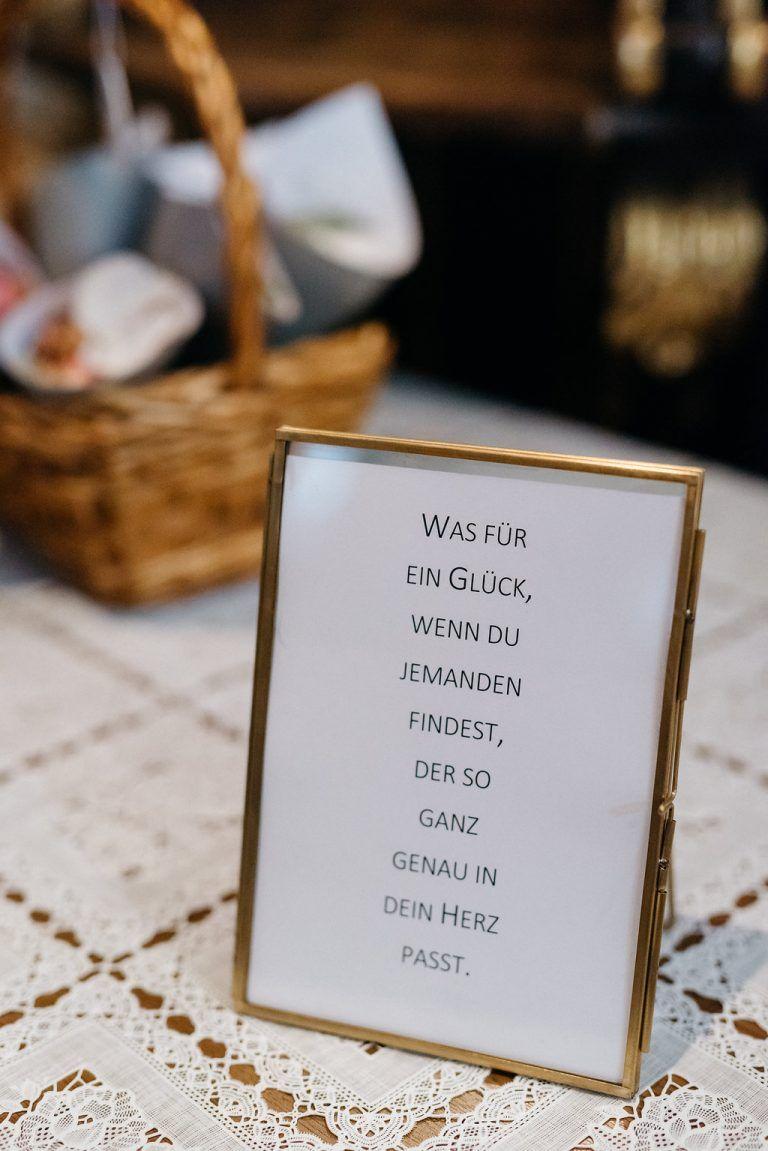 Mediterrane Greenery Hochzeit mit VW Bulli #50anniversary