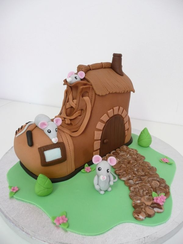 Mouse boot cake