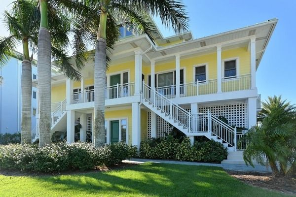 Siesta Key House Rental 636onthekey The Belle Of The Beach Beachfront House Vacation Home Beach Cottage Exterior