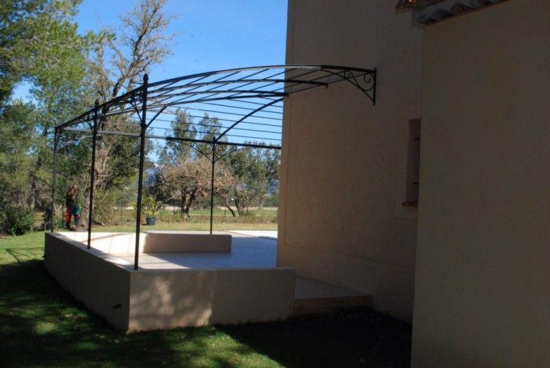 Pergola en fer forgé sur mesure pour terrasse en angle - La Ferode ...