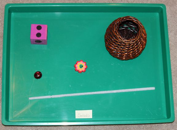 The solids tray: The matter tray: An introduction to states of matter for preschoolers, kindergarteners, and early elementary students. This is a really simple activity for introducing states of matter in a concrete way so that kids can understand the difference between solids, liquids, and gasses. || Gift of Curiosity