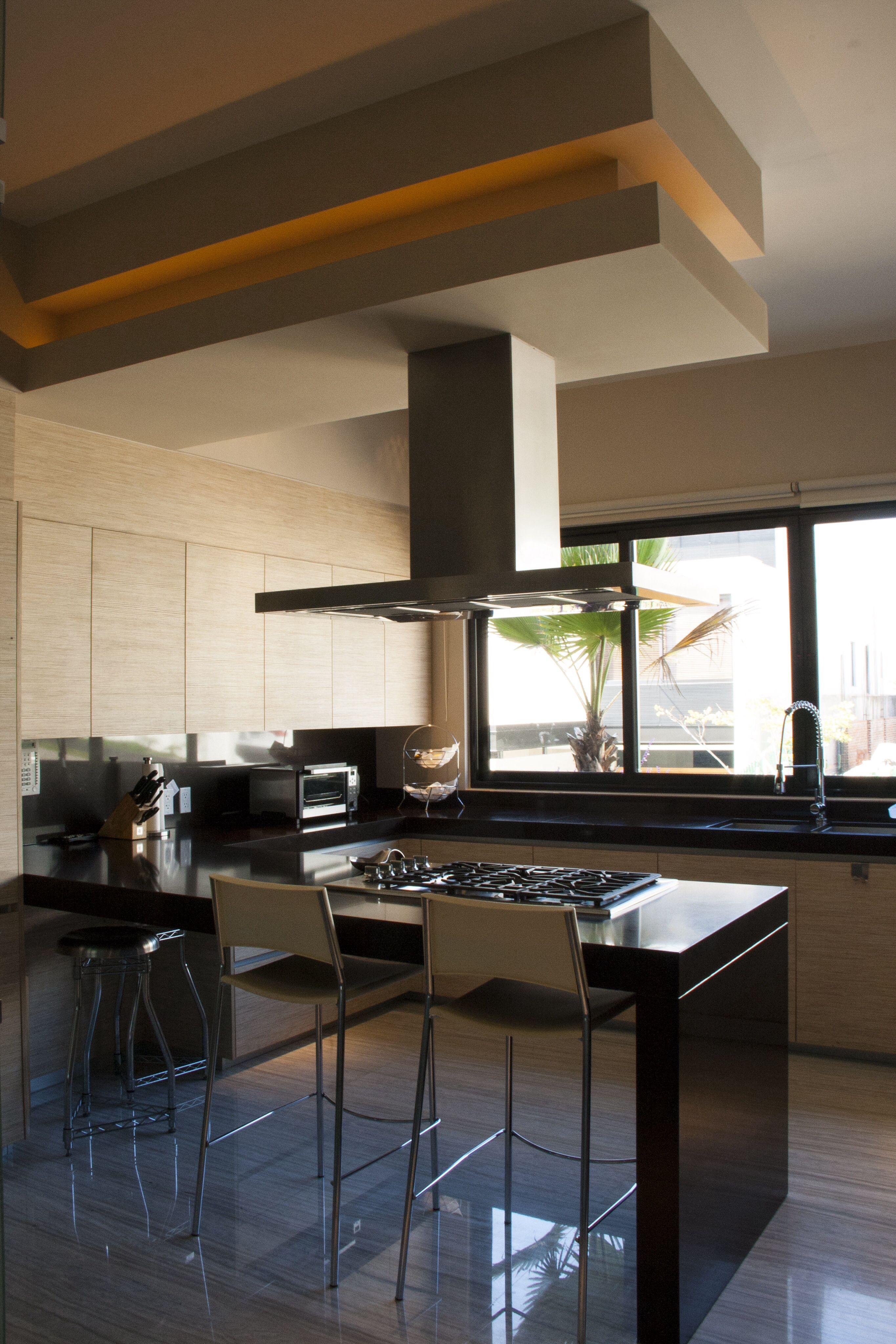 Casa ss cocina barra de granito estufa alacena con for Iluminacion de piso