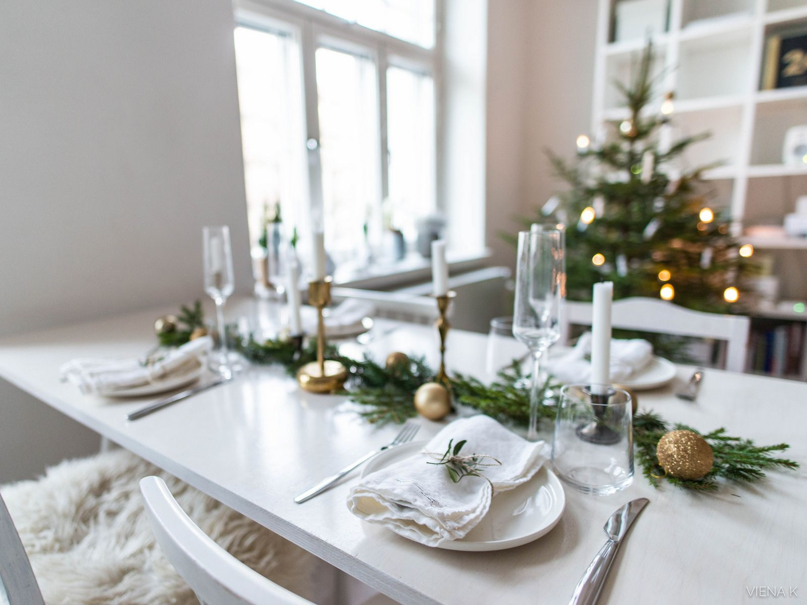Christmas table setting www.vienak.com