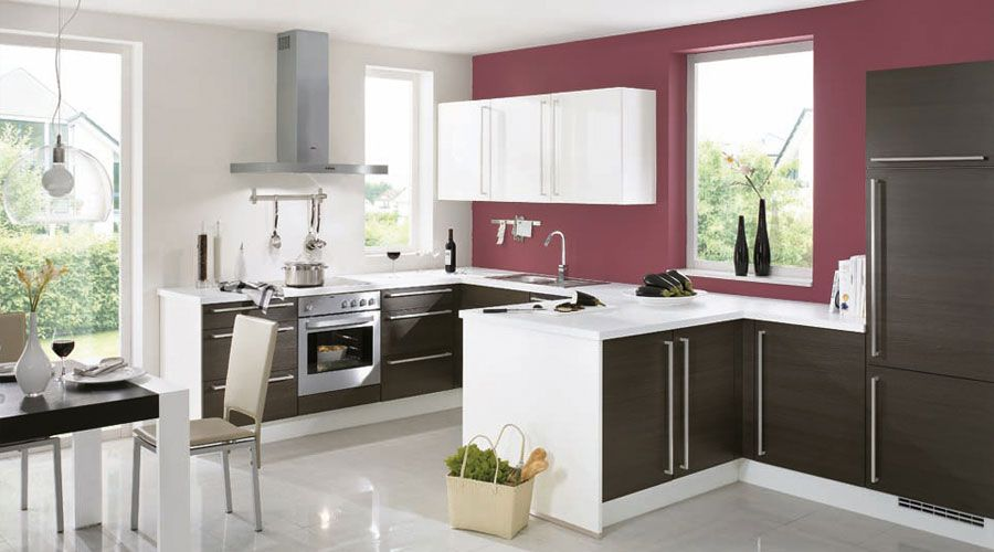 Hochglänzende, grifflose Fronten in Lack weiß, Paneele und Sockel - paneele für küche