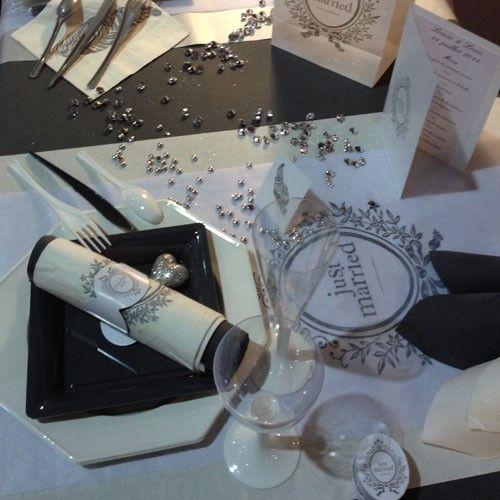Décoration de table pour un mariage chic et élégant. Nappe ...