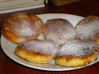 Caietul Cu Retete Vechi Si Noi Papanasi Prajiti Syrniki Food Food And Drink Cooking Recipes