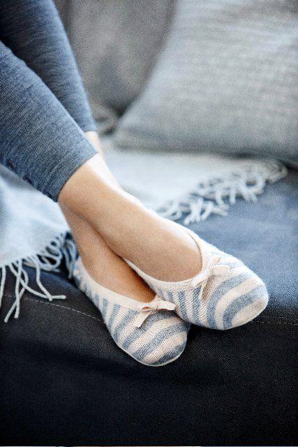 Travel slippers, Slippers, Slipper socks