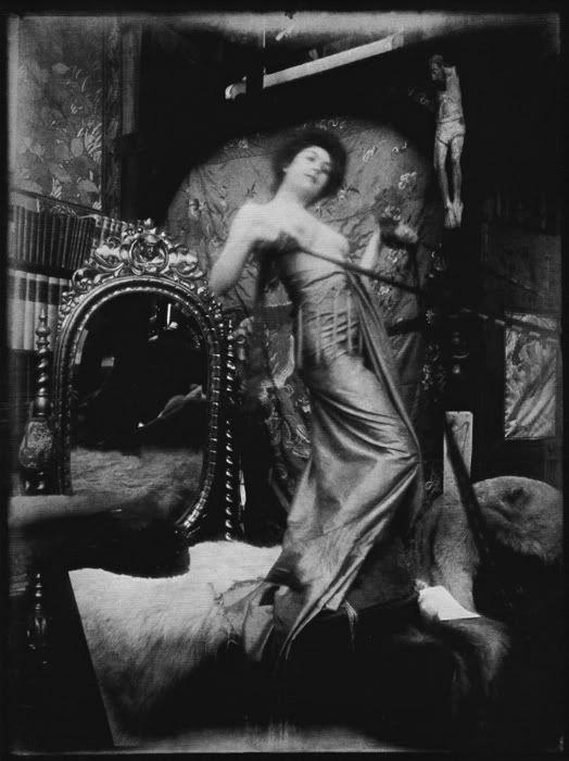 Mucha, 1900.