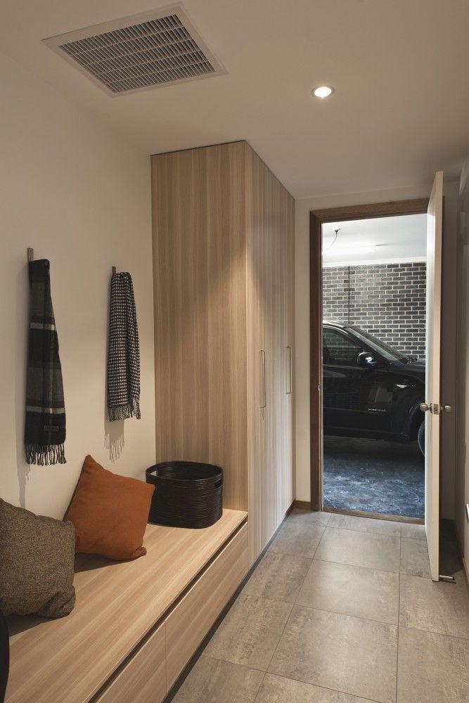 Modern Minimalist Foyer : Minimal design minimalist house melbourne