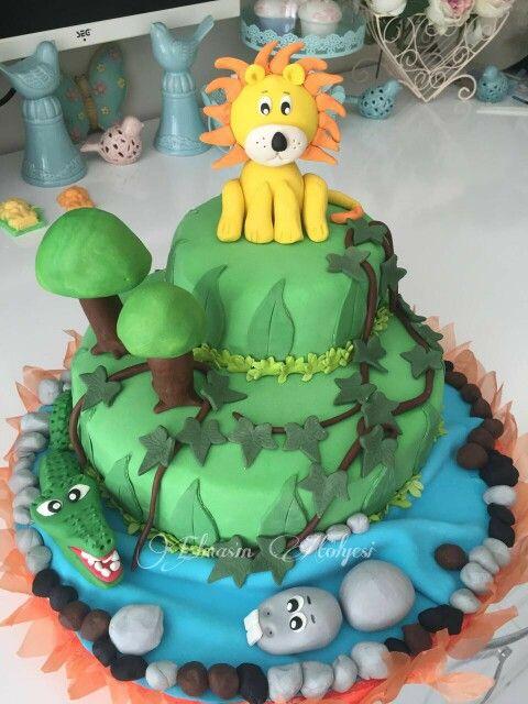Sevimli orman hayvanları pastası