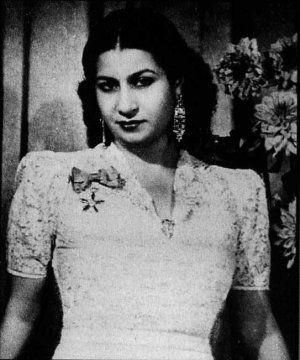Listen To Oum Kalthoum Oum Kalthoum Free Listening Concerts Stats Pictures At Last Umm Kulthum Egyptian Women Old Hollywood Glamour