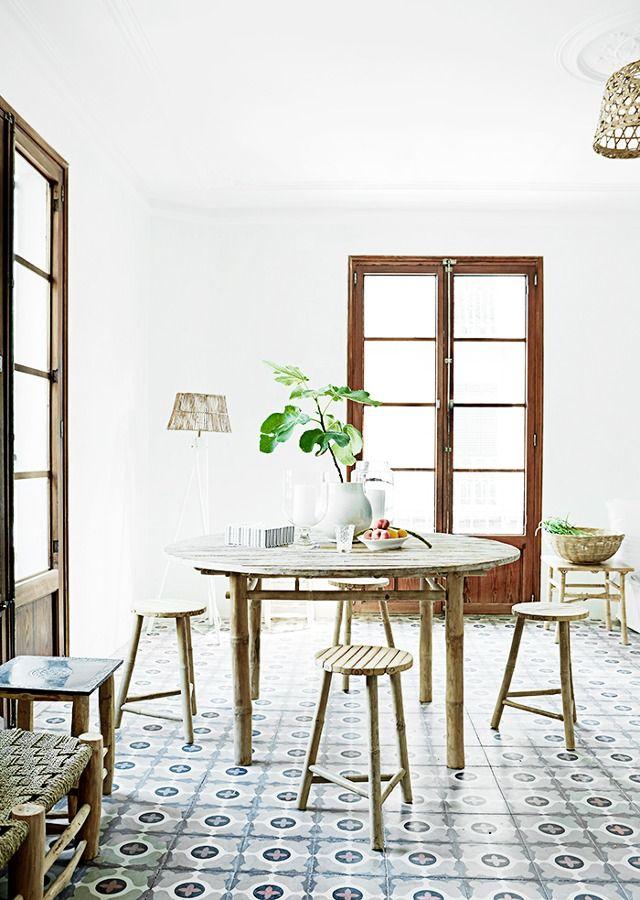Un apartamento fresco y veraniego en Palma #hogarhabitissimo #baldosas #hidraulicas