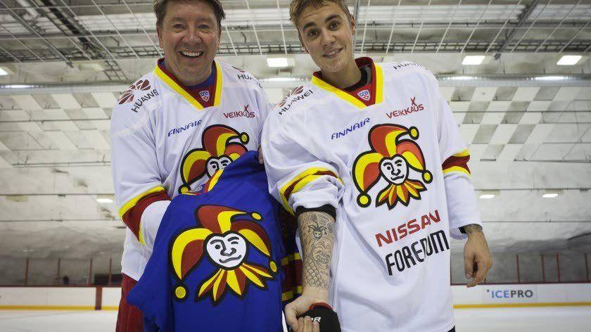 Justin Bieber esitteli Jari Kurrille jokeritatuointiaan.