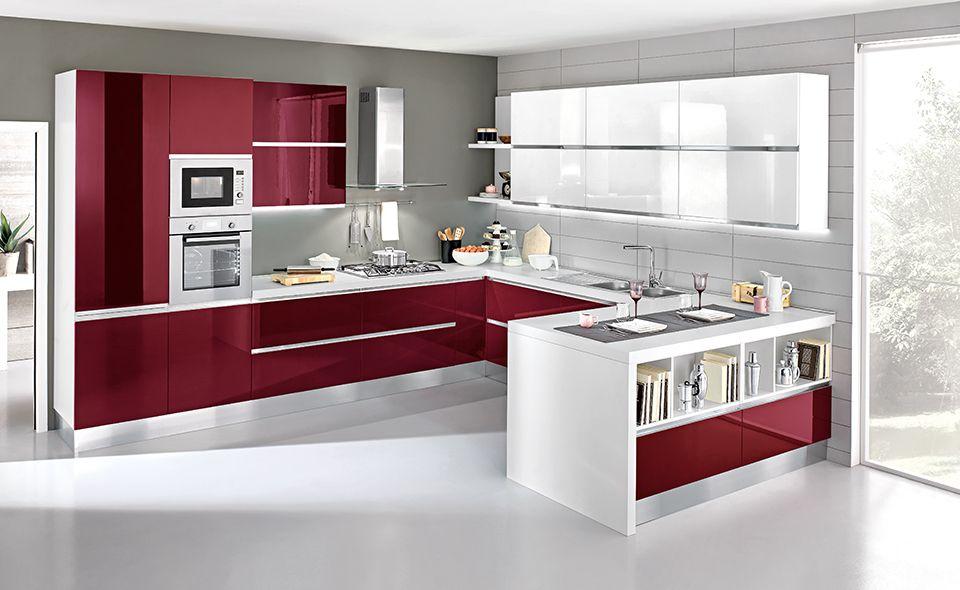 Praticità ed eleganza. Scopri la cucina Veronica nelle varianti bianco e bordeaux lucido.