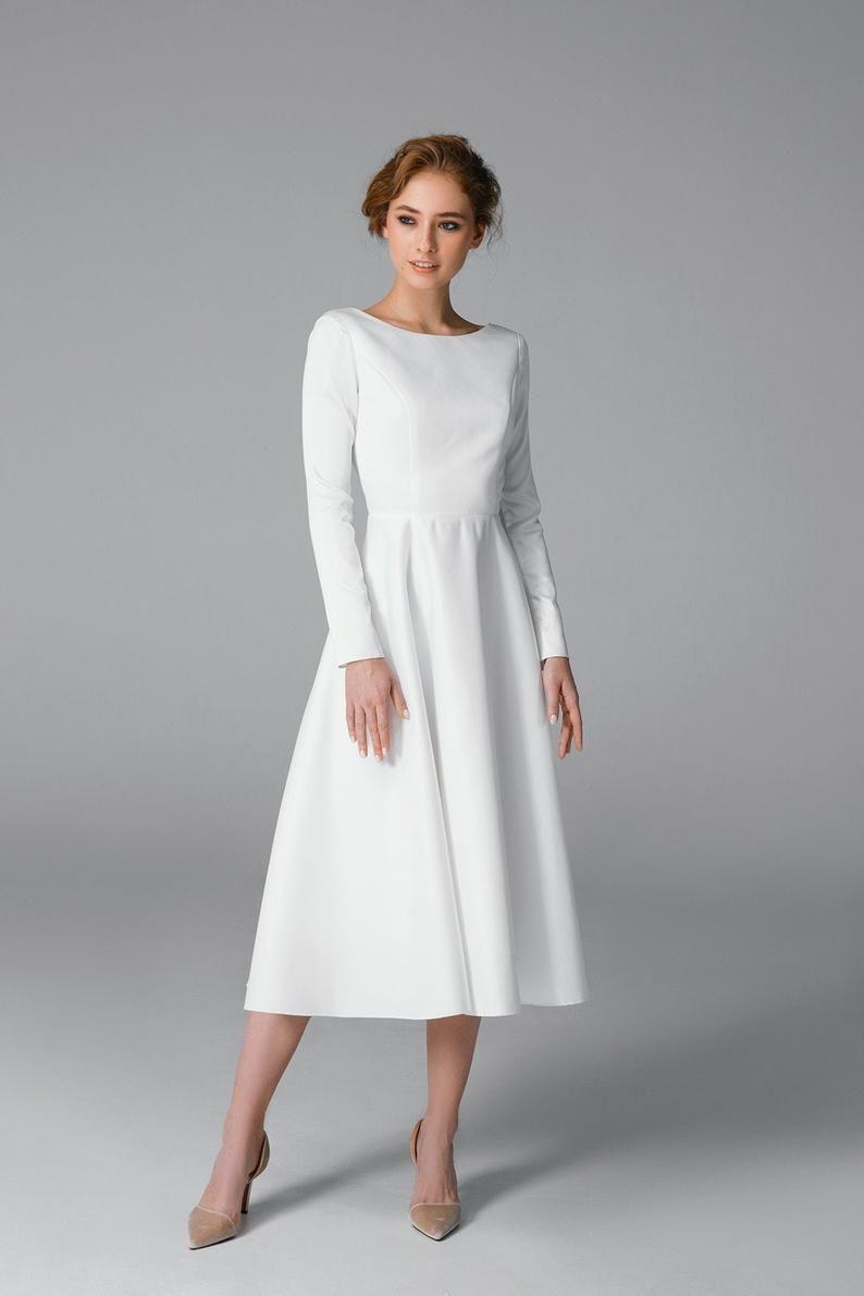 Eenvoudige Korte Trouwjurk Lange Mouw Satijn Trouwjurk Etsy Midi Wedding Dress Long Sleeve Satin Wedding Dress Simple Wedding Dress Short [ 1191 x 794 Pixel ]