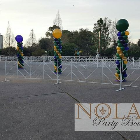 Did you run pass these today at the Rock N Roll Marathon? #rocknrollmarathon #balloons #balloondecor #spiralballooncolumns #corporateevents #raceballoons #rnrnola #finishlineballoons #marathonballoons #5kballoons #10kballoons #nolapartyboutique