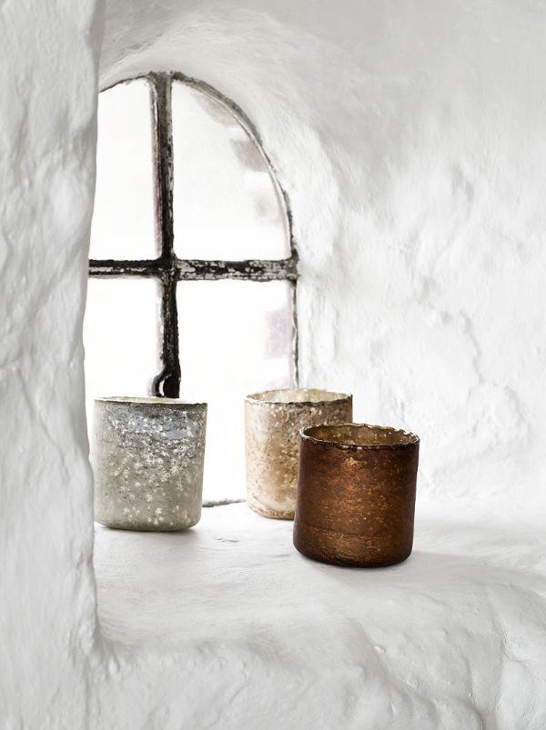 Windlichter in Bronze, Kupfer und Silber von Nordal. http://www.wohnbeiwerk.de/nordal-windlicht-kupferfarben-aus-glas.html