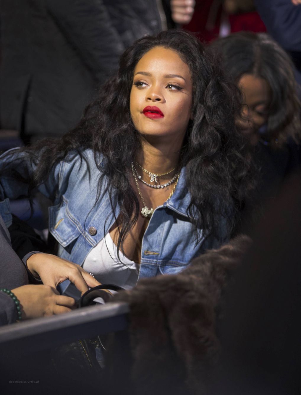 rihanna street style candids 2014 x longanna long black curly hair