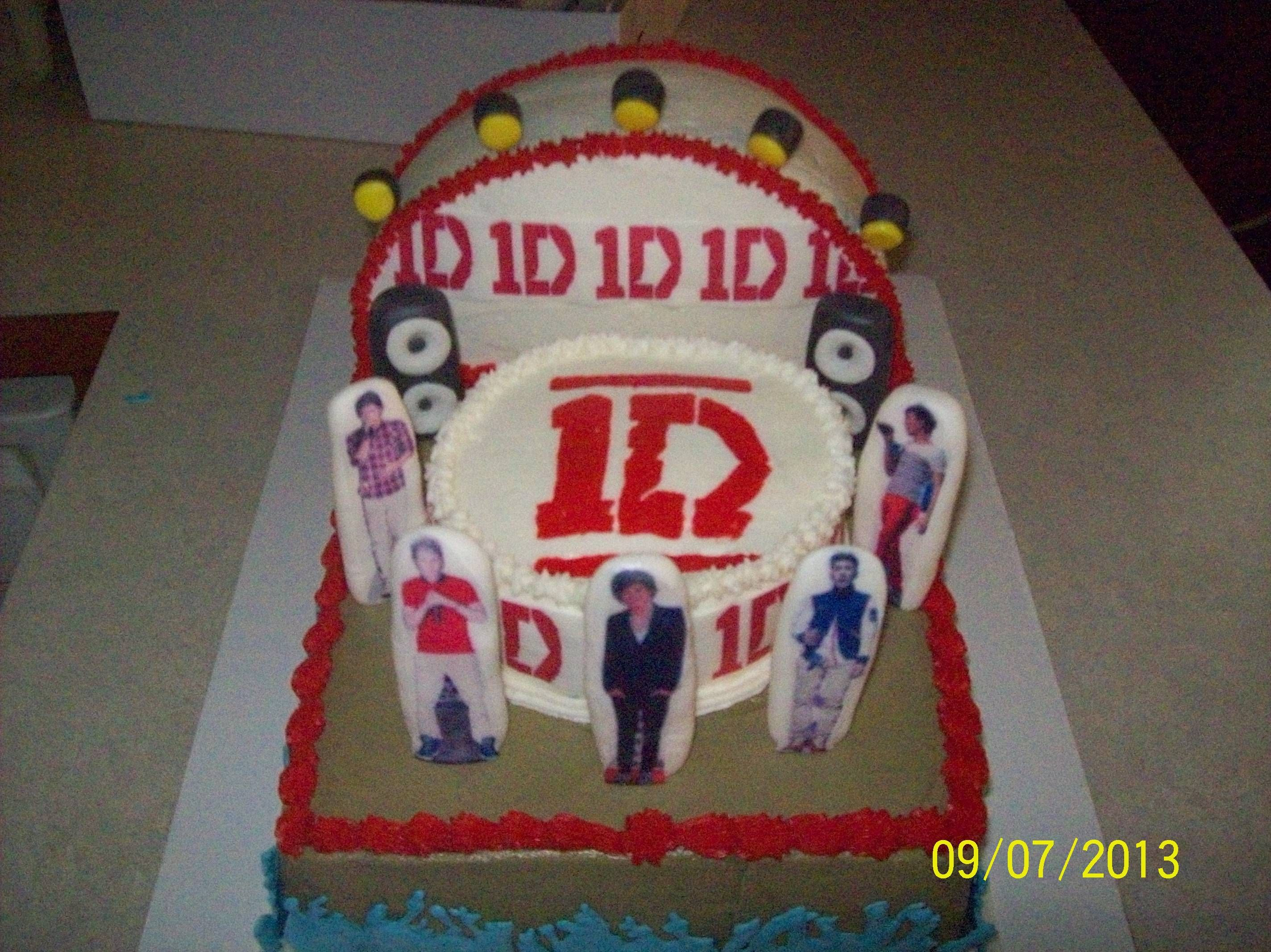 Jayme Sue's One Direction on stage cake this is my mom's friend she makes amazing cakes I'm trying to spread her around