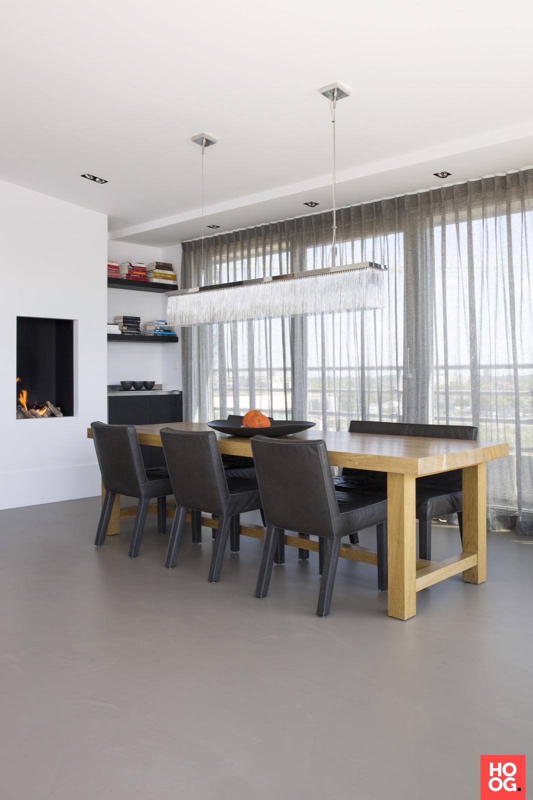 Van der Windt - Inrichting penthouse met strak interieur   eetkamer ...