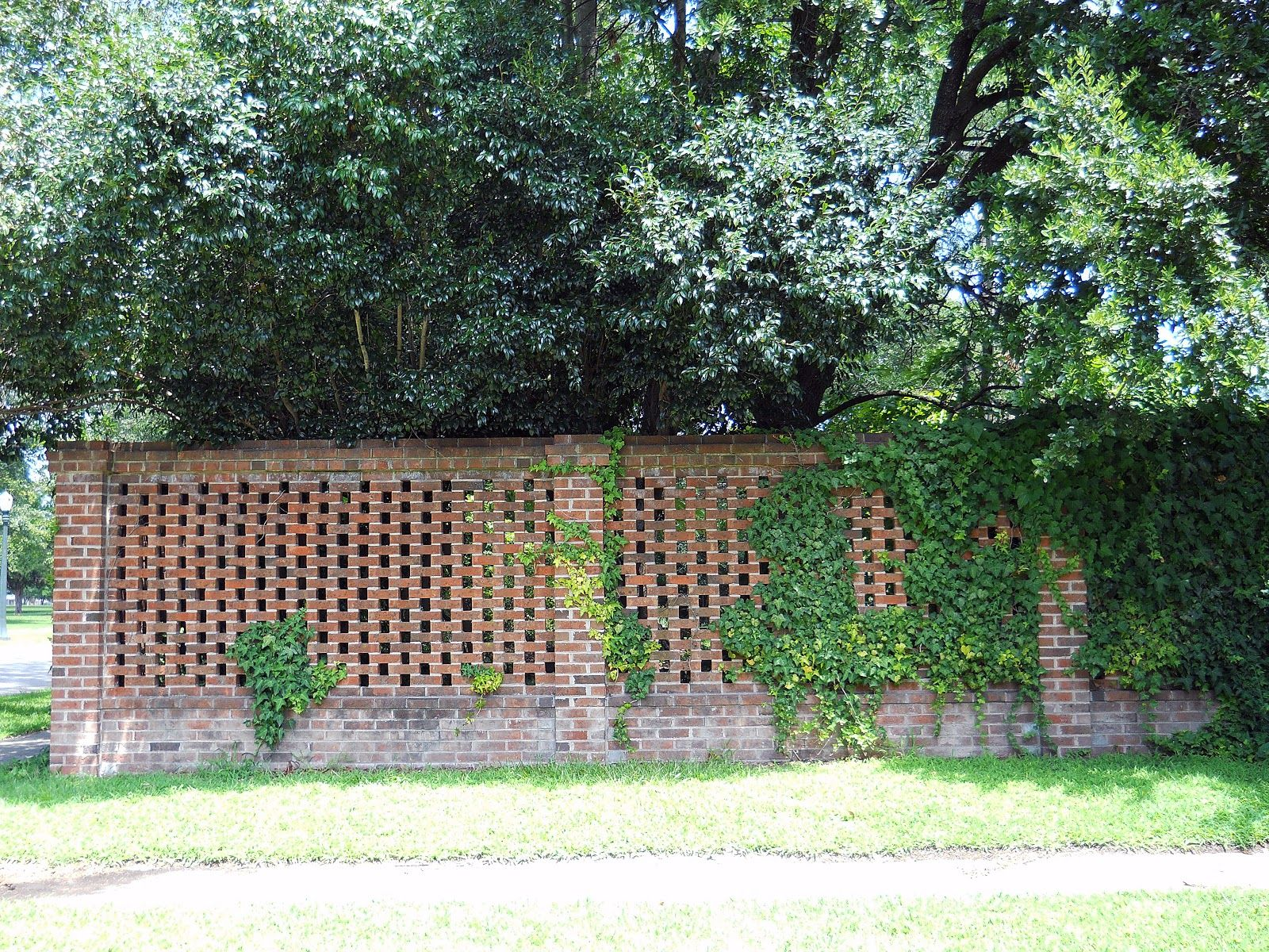 Decorative Brick Fence | Makes you wonder what lies beyond the gate ...